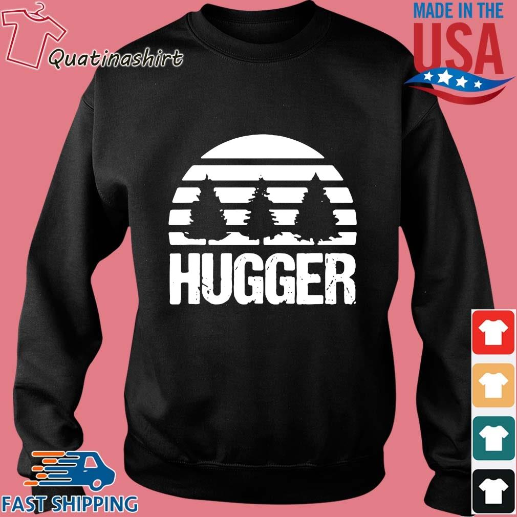 Hugger Tree Earth Day Shirt Sweater den