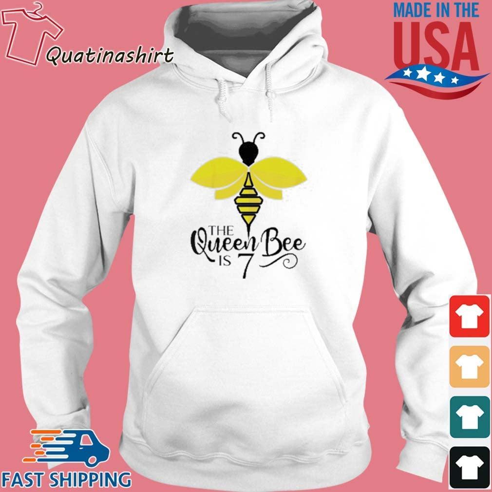 The Queen Bee Is 7 Years Old Bumblebee Shirt Hoodie trang