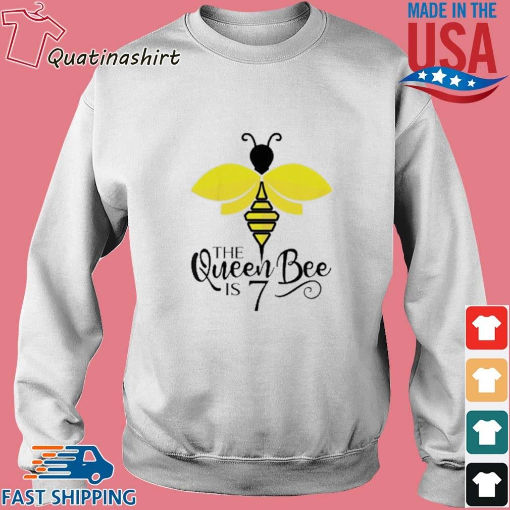 The Queen Bee Is 7 Years Old Bumblebee Shirt Sweater trang