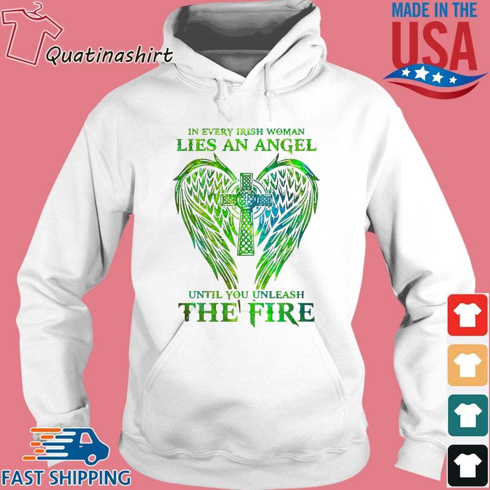 Wings in every irish woman lies an angel until you unleash the fire s Hoodie trang