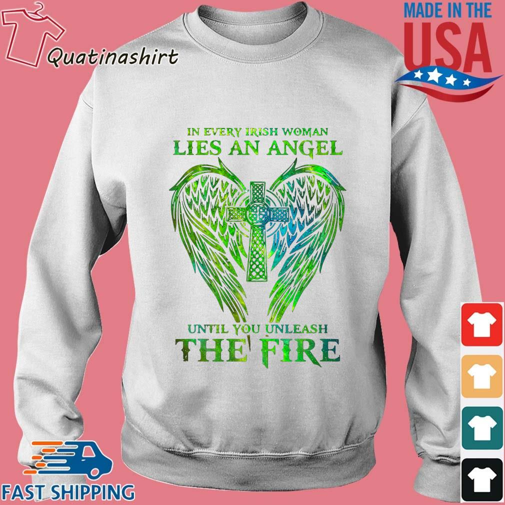 Wings in every irish woman lies an angel until you unleash the fire s Sweater trang